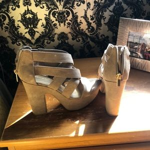 Shoes - Tan/nude heels